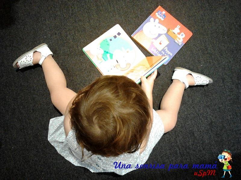 leyendo libros de peppa pig