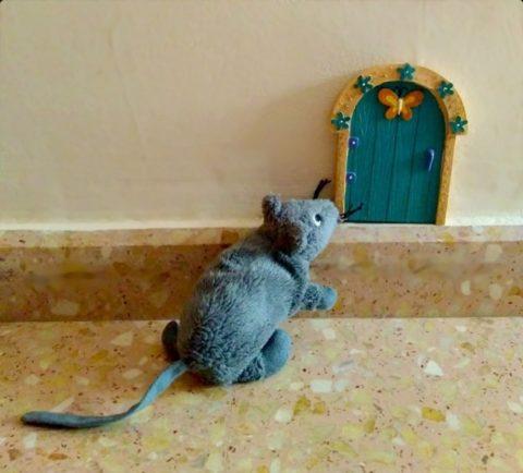 Puerta del ratón Pérez