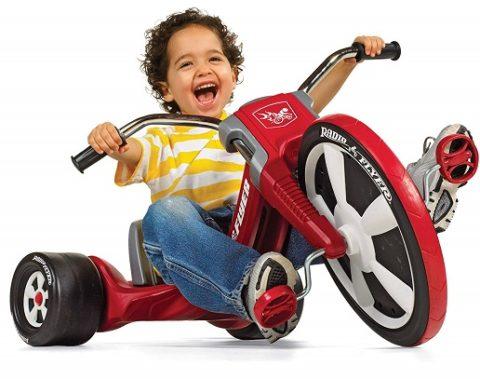 desarrollo psicomotriz bebe con triciclo