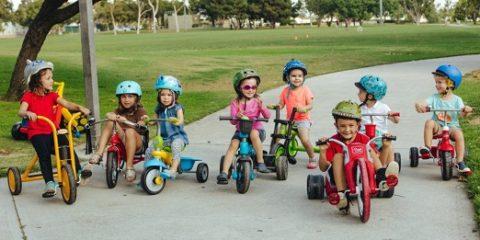 jugar con amigos triciclos infantiles