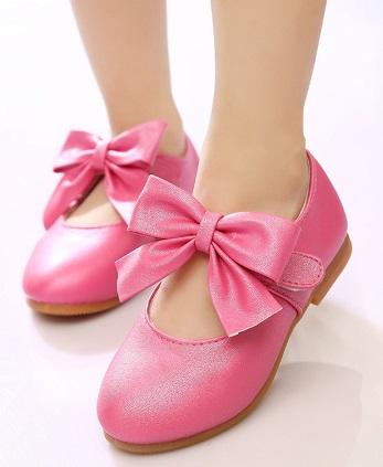 La imagen tiene un atributo ALT vacío; su nombre de archivo es zapatos-de-moda-para-nina.jpg